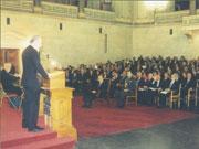 Ο Θεοδόσης Τάσιος στην Παλιά Βουλή, με παρουσία του Προέδρου της Δημοκρατίας Κωνσταντίνου Στεφανόπουλου, κατά τη βράβευσή του για εξαιρετική πανεπιστημιακή διδασκαλία